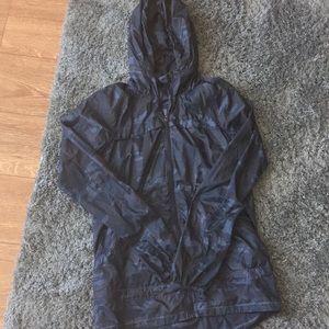 Rain resistant lightweight jacket